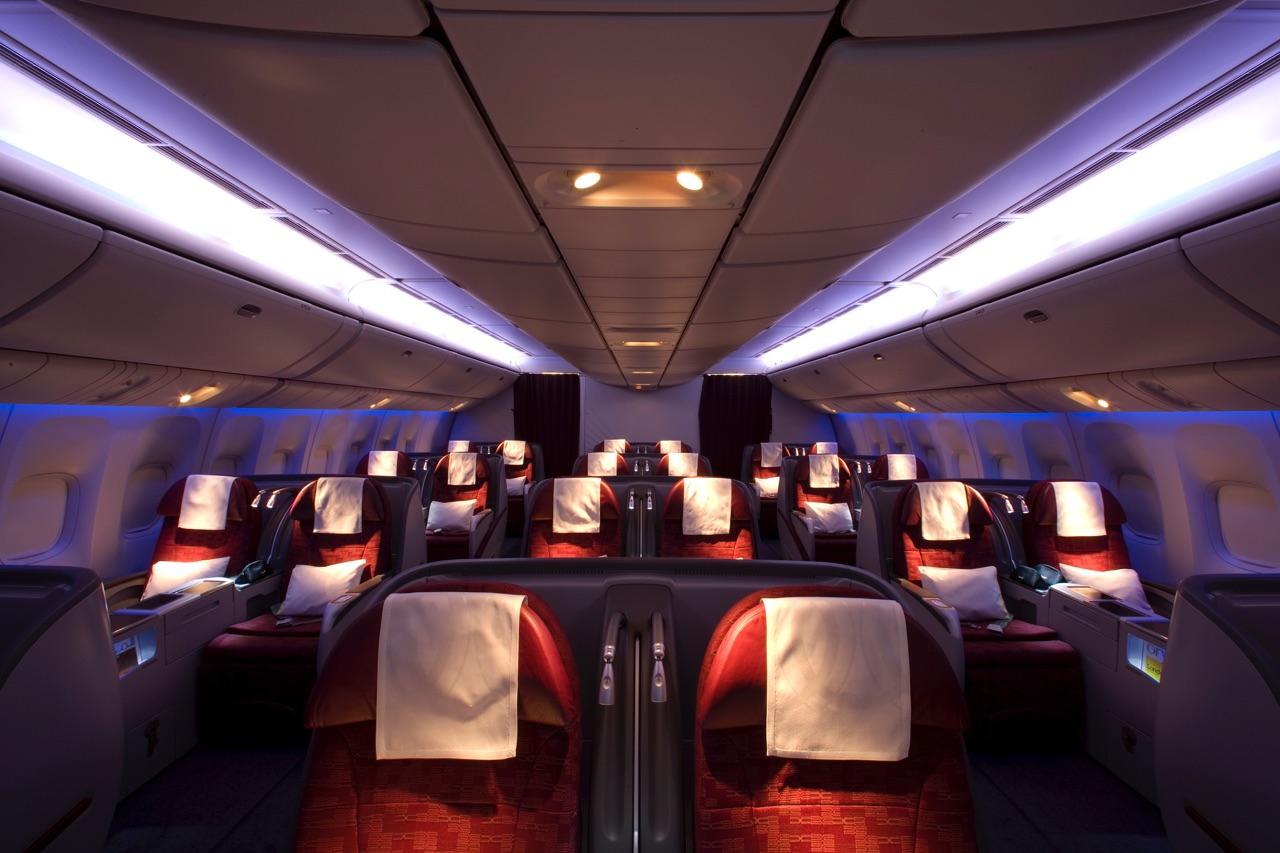 Qatar Airways 777-300ER Business Class 3
