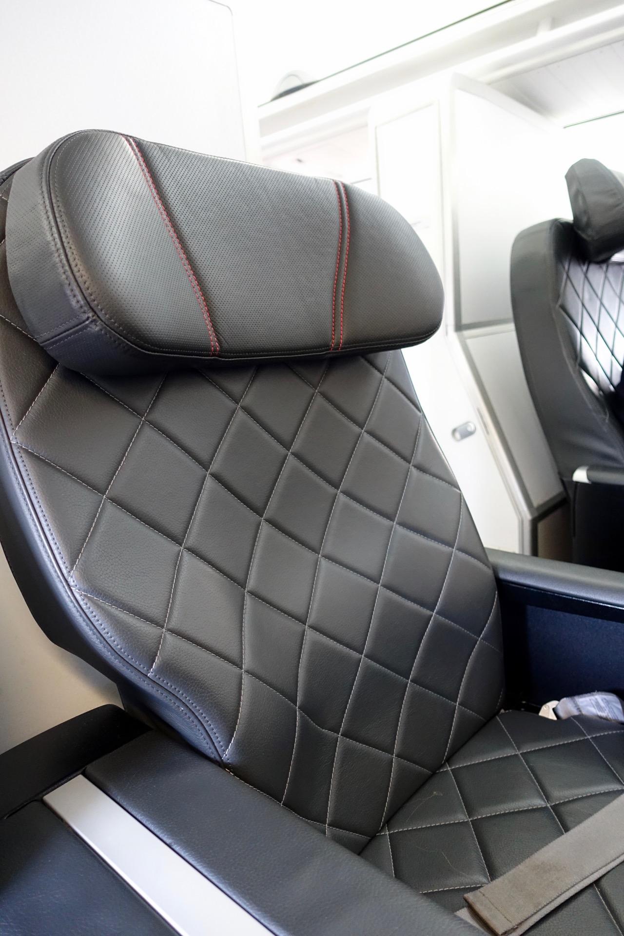 QantasLink Boeing 717 Business Class - QF1515 Sydney - Canberra (6)