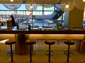 qantas-international-business-lounge-sydney-bar-1
