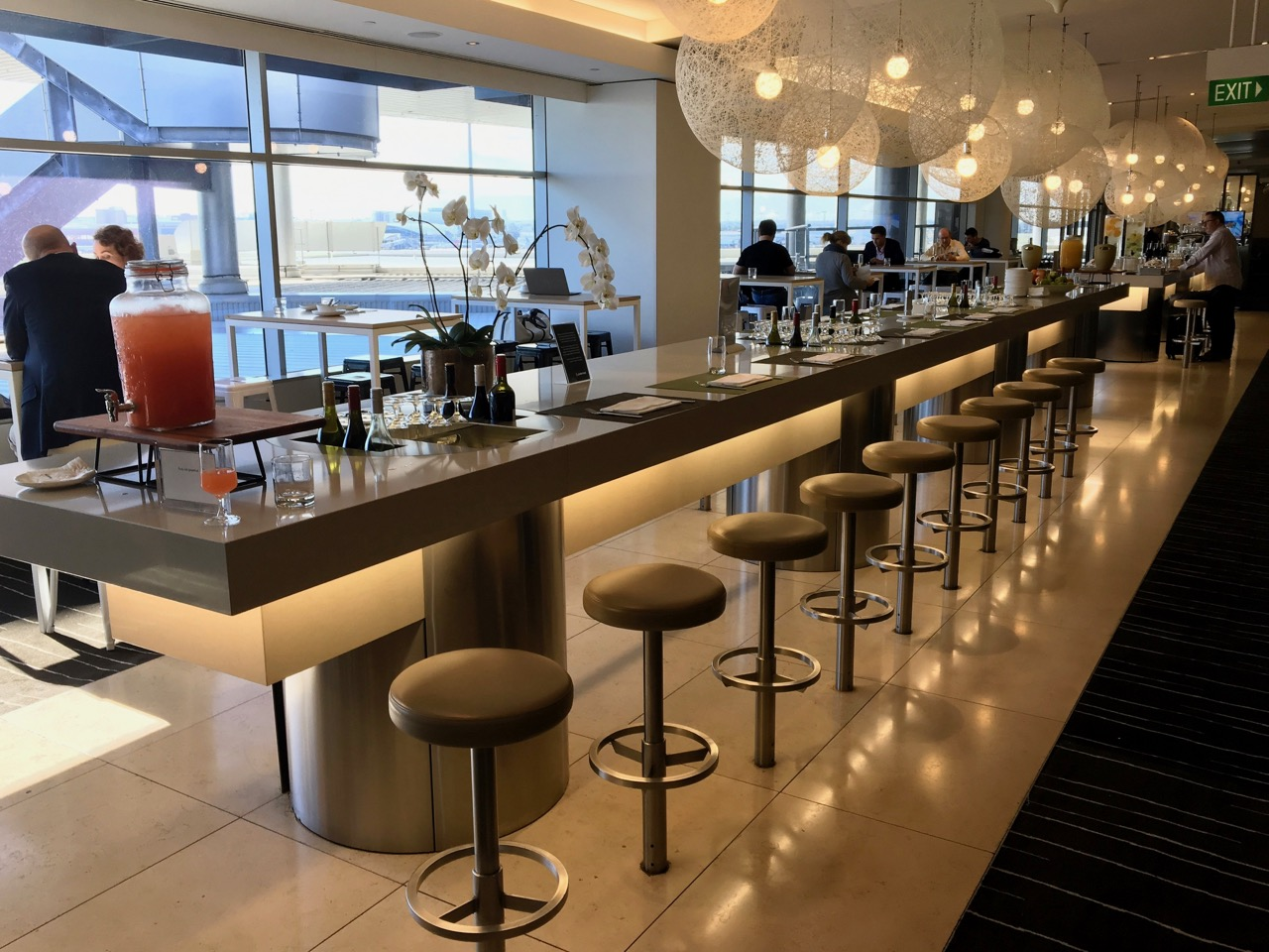 Qantas sydney international business lounge review point for Food bar sydney