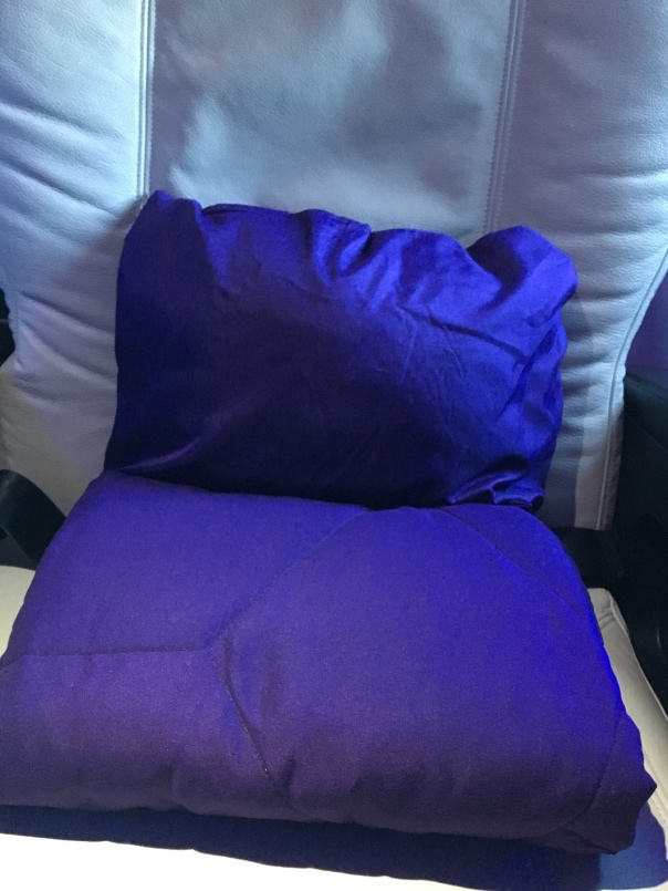 vx-f-sfo-aus-pillow-and-blanket