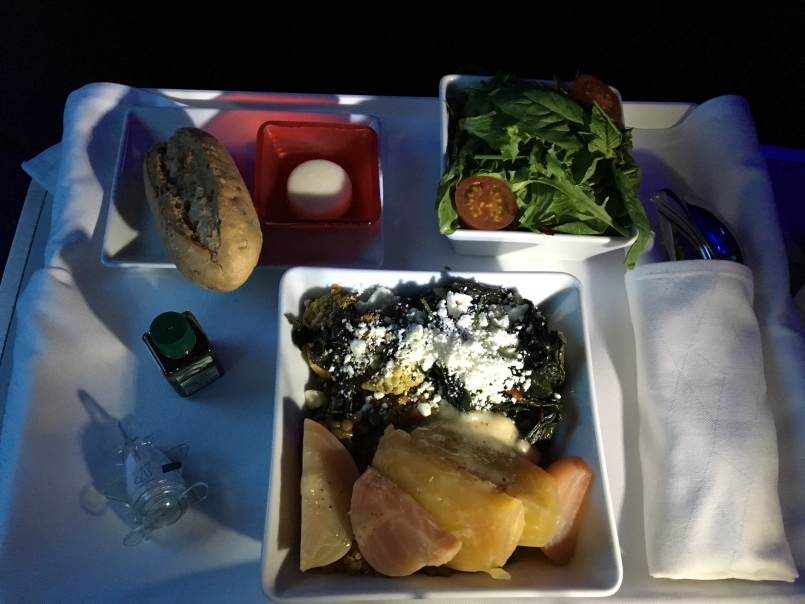 vx-f-sfo-aus-main-meal
