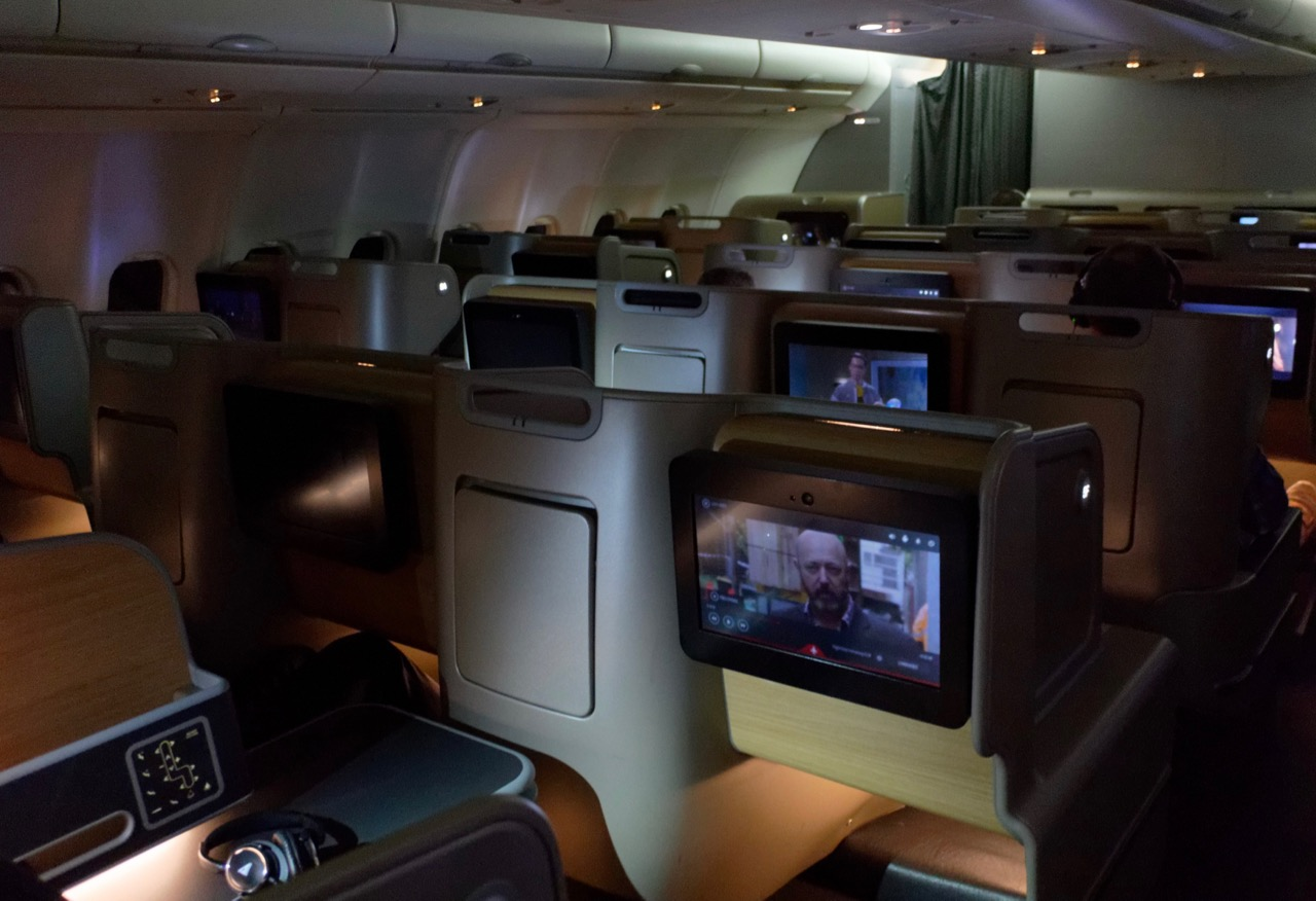 qantas-a330-domestic-business-class-cabin-1