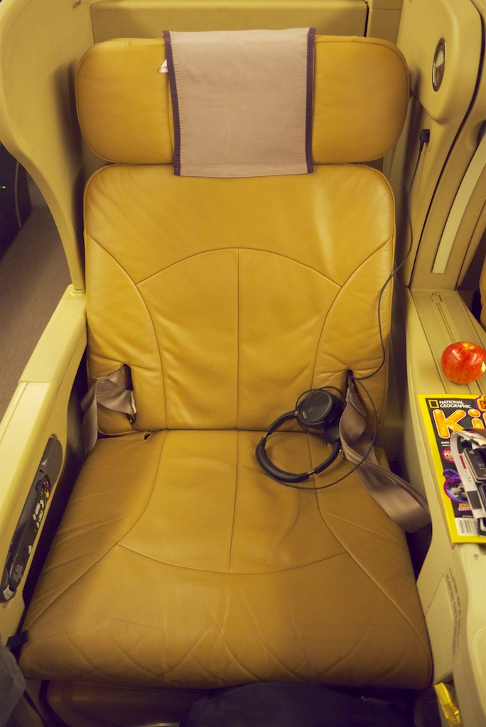 Singapore Airlines 777-300 Business Class Cabin -  SQ211 Business Class (6)