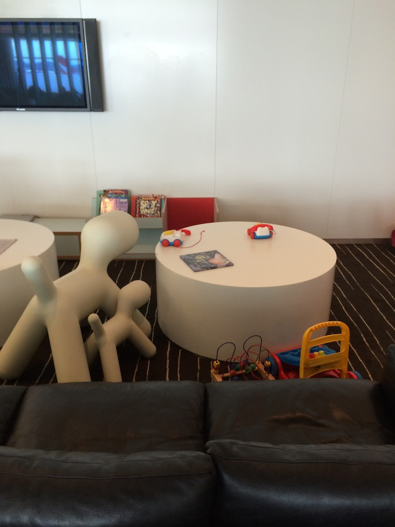 2-Qantas-Lounge-kids-area.jpg