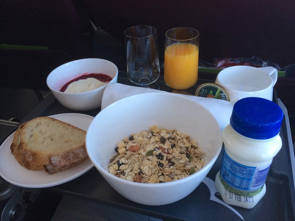 4 QF407 Sydney - Melbourne Business Class Breakfast