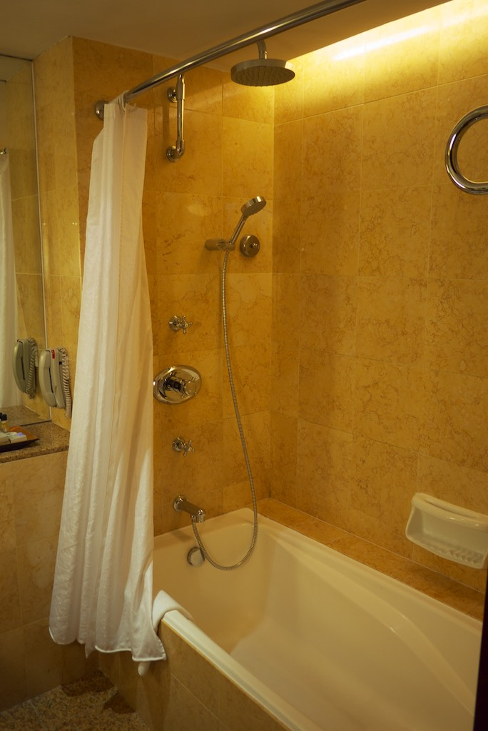 Sheraton Towers Singapore - Deluxe King Room (4)