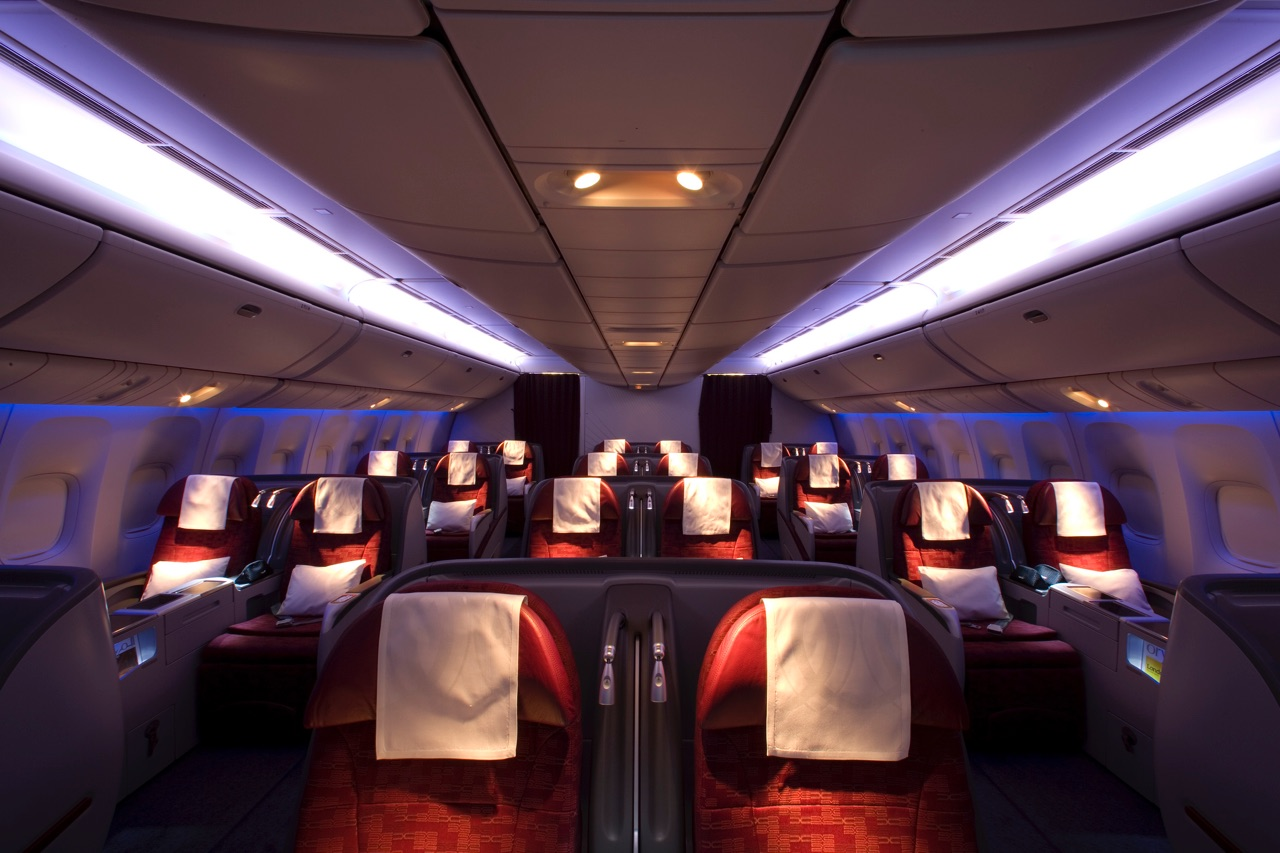 Qatar Airways 777-300ER Business Class 3