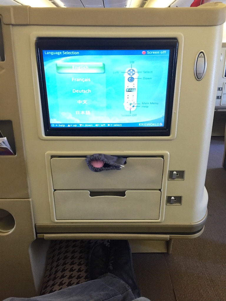 Singapore Airlines 777-300 Business Class Cabin -  SQ211 Business Class (2)