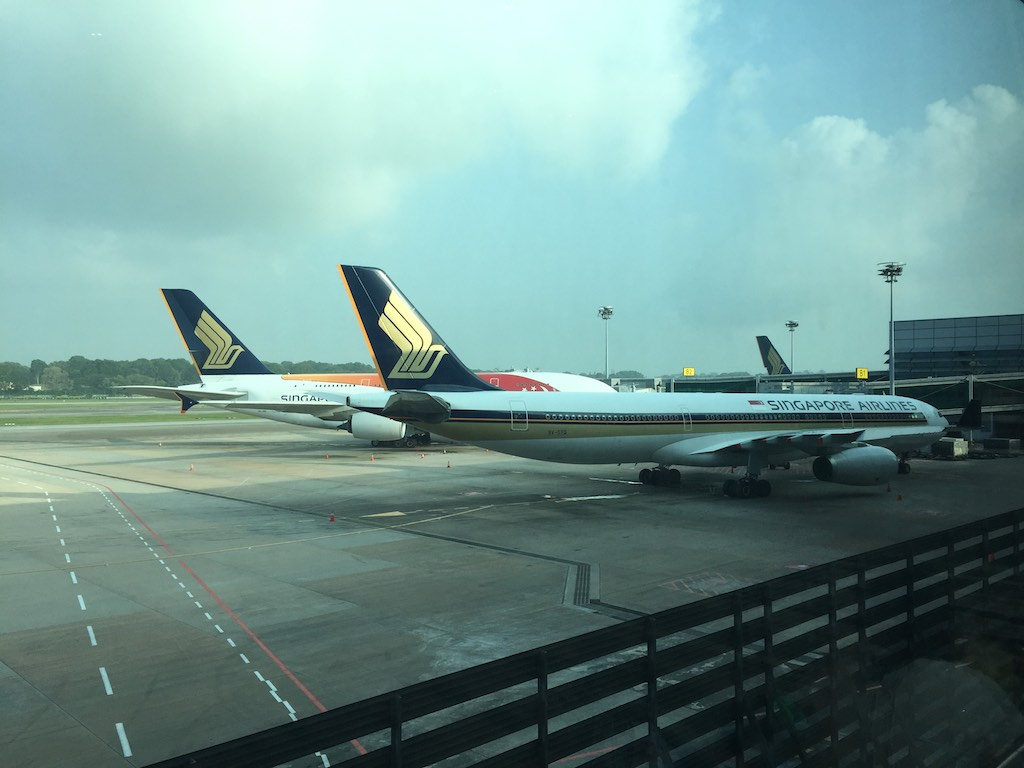 Singapore Airlines 777 and A380 at Changi | Point Hacks