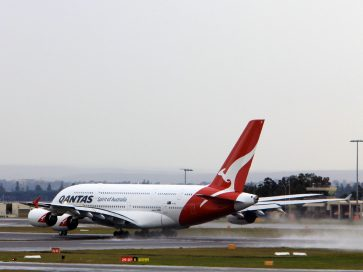 How long did it take for Qantas to sell out its Points Plane this morning?