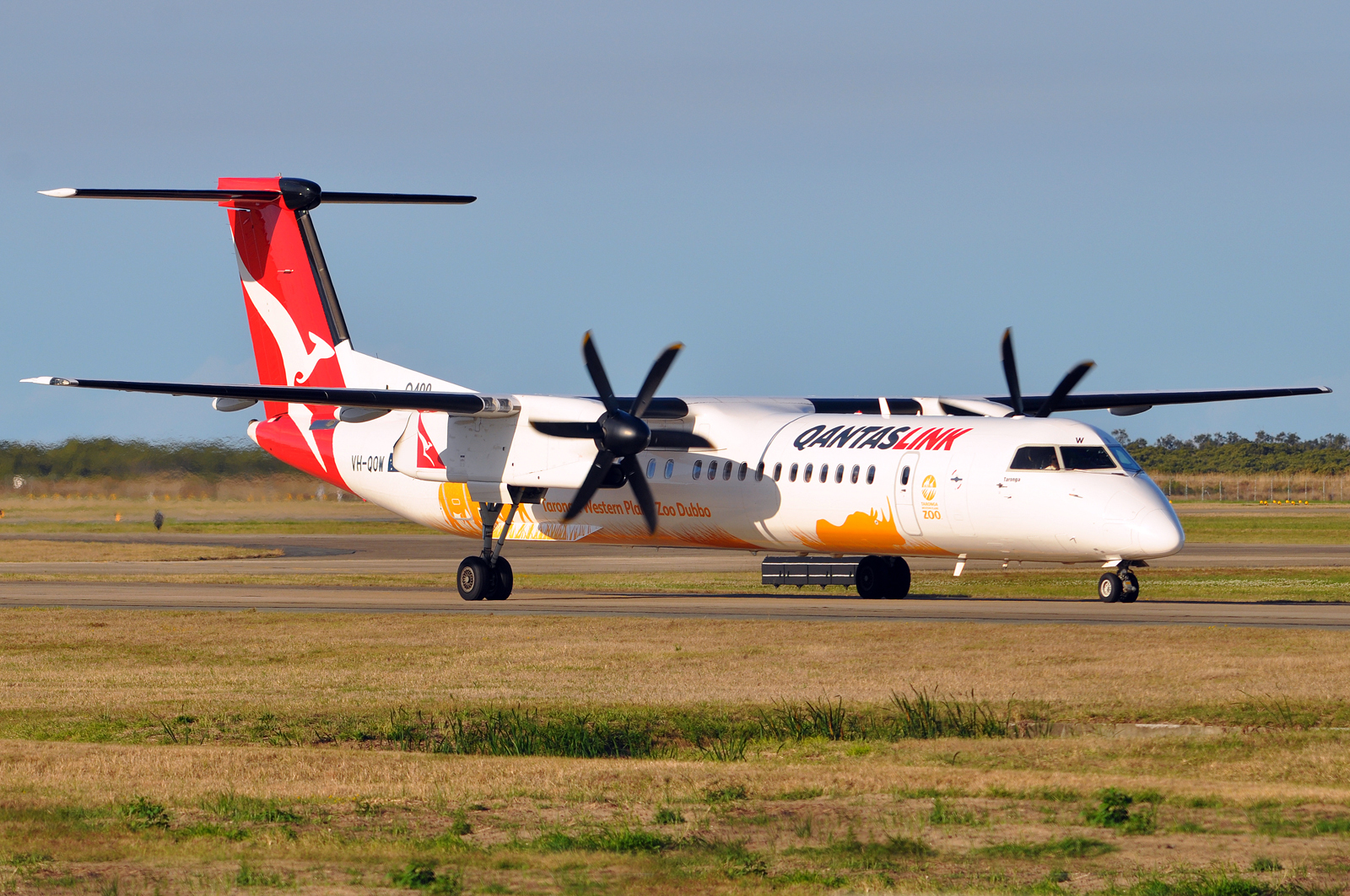 QantasLink airplane on runway | Point Hacks