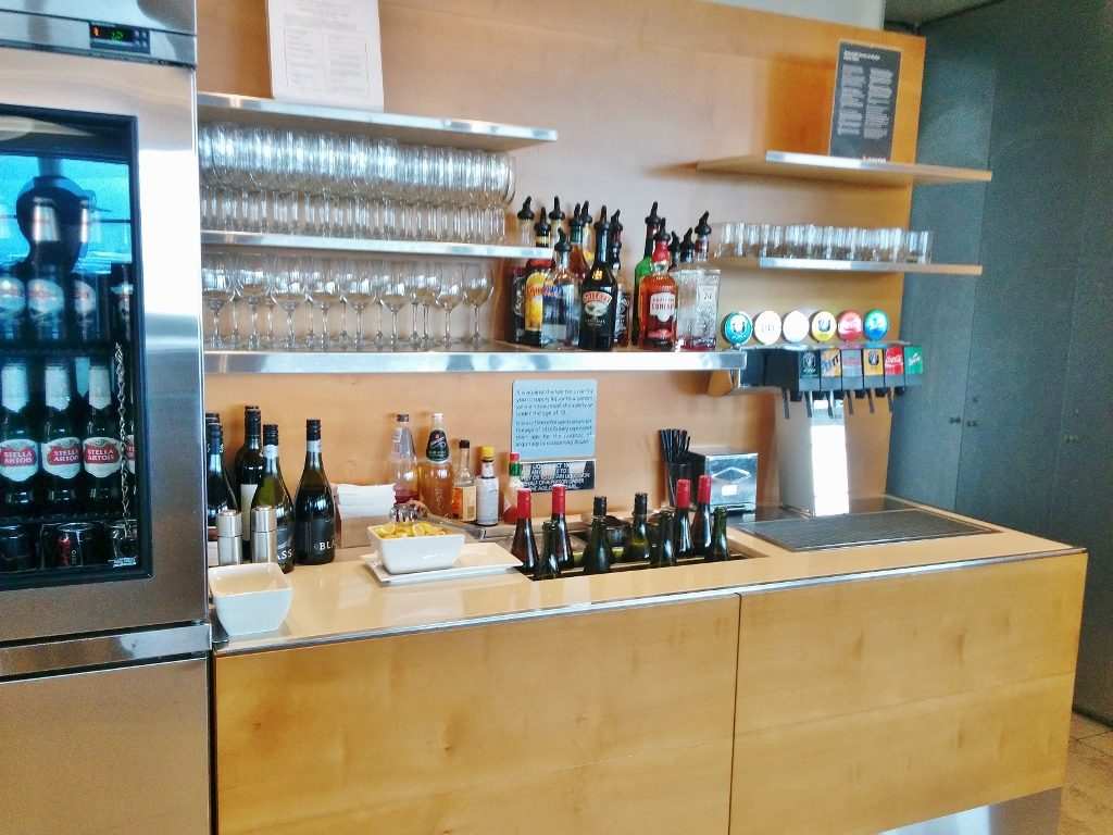 Qantas Sydney International Business Lounge self-serve bar