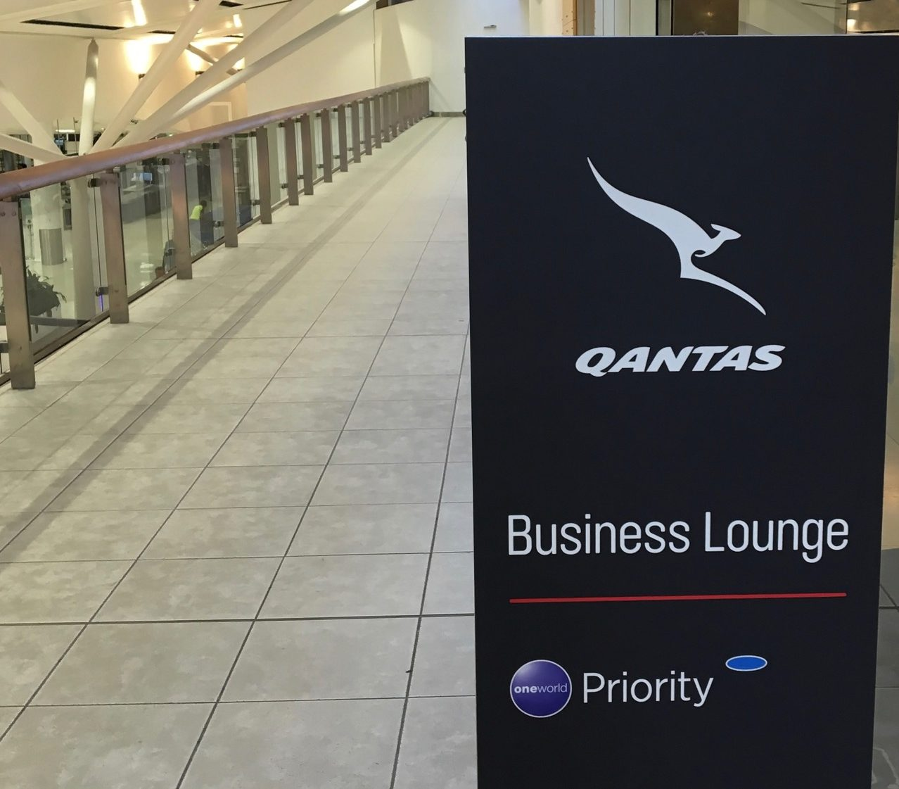 qantas-international-business-lounge-entrance-1