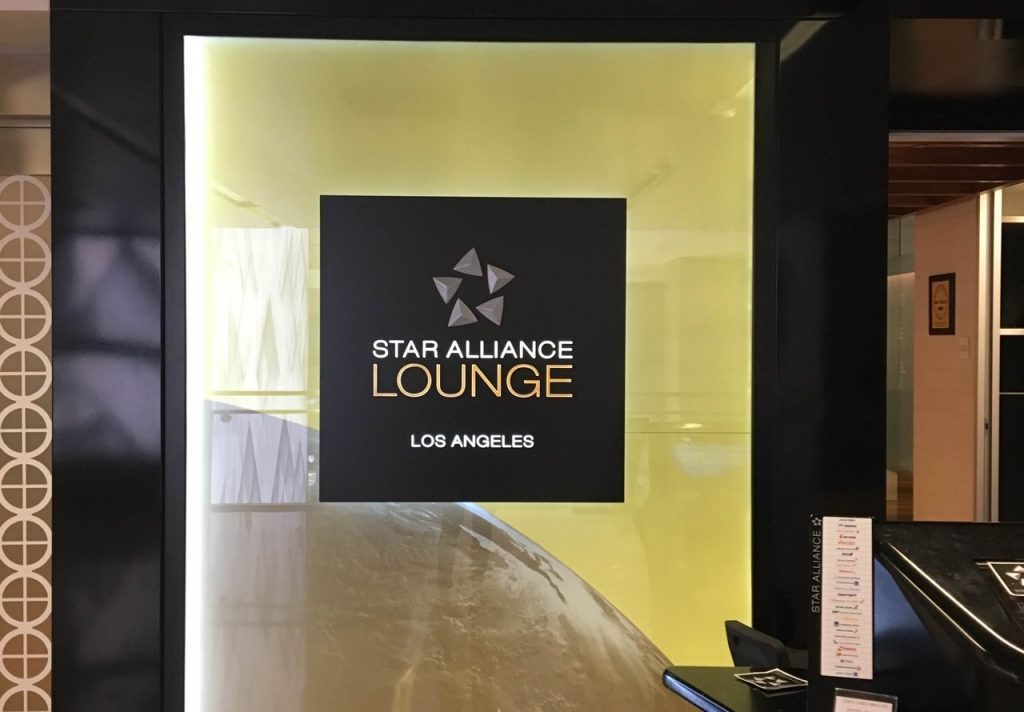 Star Alliance Business Class Lounge Los Angeles overview | Point Hacks