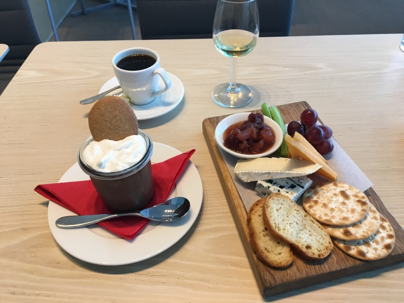virgin-atlantic-clubhouse-sfo-dessert-and-coffee
