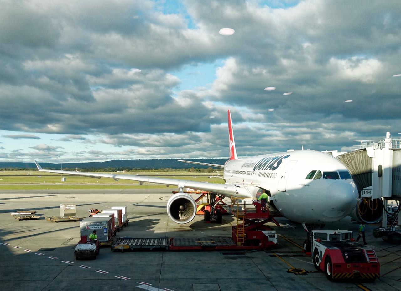 qantas-a330-at-perth