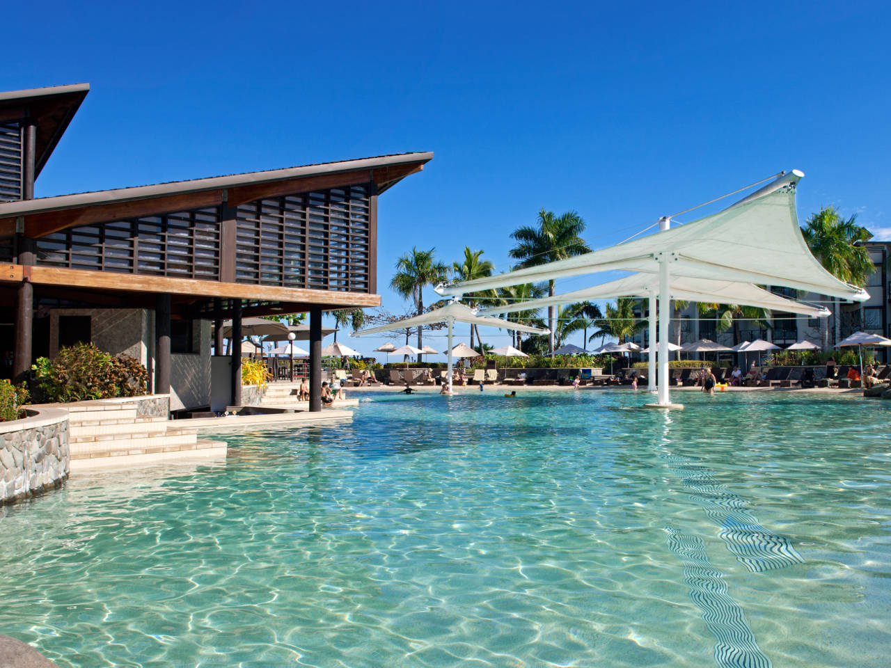 Radisson Fiji Pool | Point Hacks