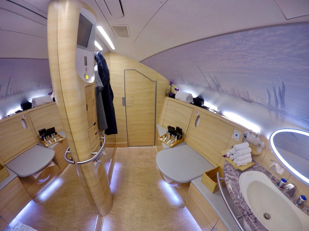 Extra door on Emirates A380 shower suites - Emirates ... | 1280 x 960 jpeg 212kB