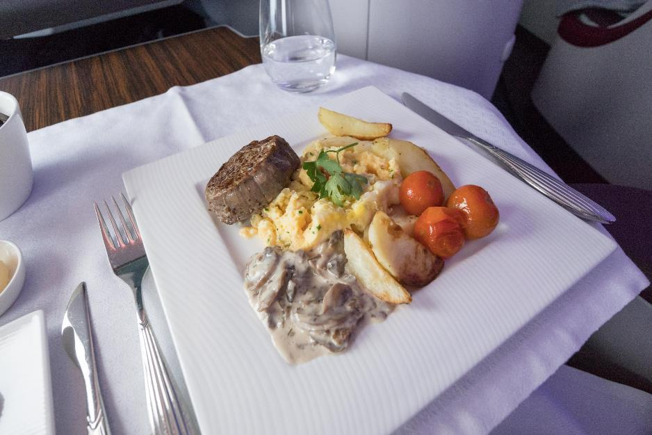 Qatar 777-300 QSuites meal