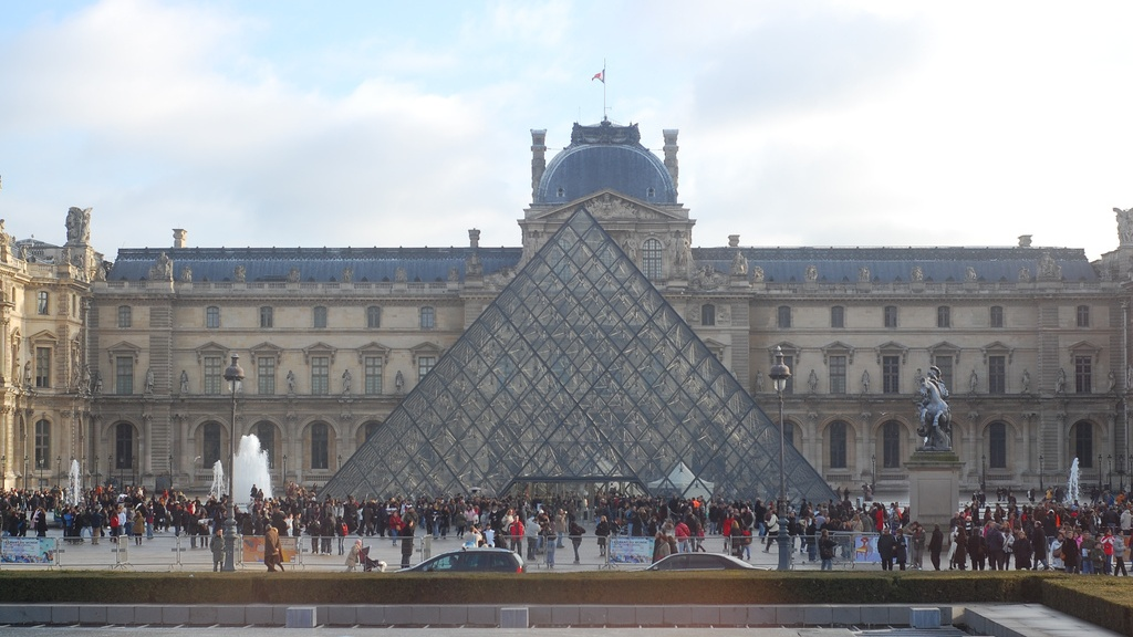 lourve-flickr Cropped 16x9