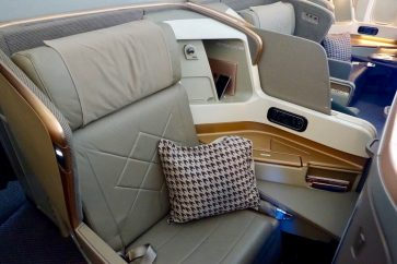Two Business Class seats open on many dates on Singapore Airlines' new service to Los Angeles