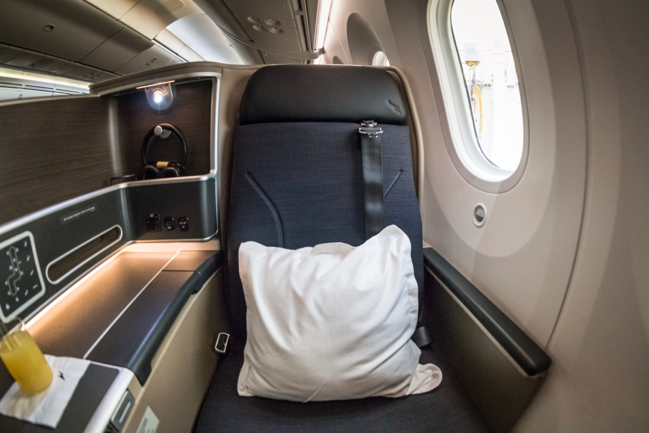 Qantas 787 Domestic Business Class overview | Point Hacks