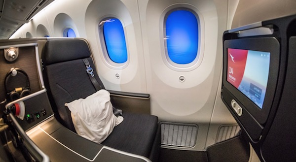 Qantas 787 Business Class seat | Point Hacks