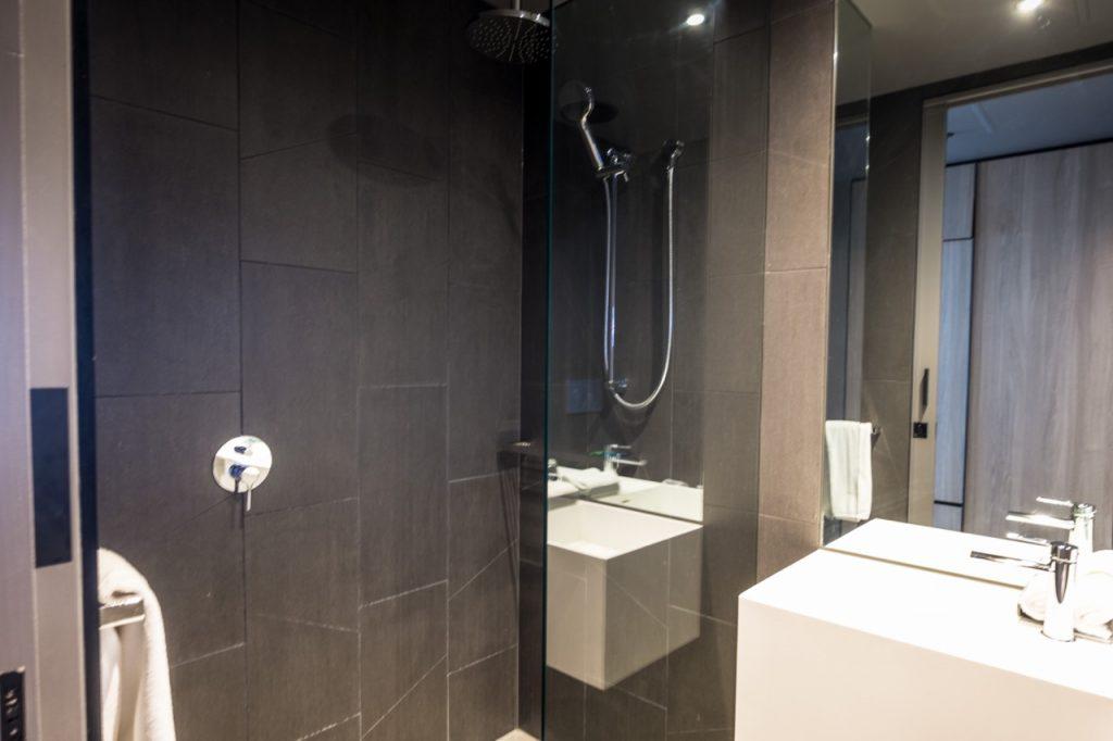 Four Points Melbourne Docklands Deluxe Harbour View Room bathroom