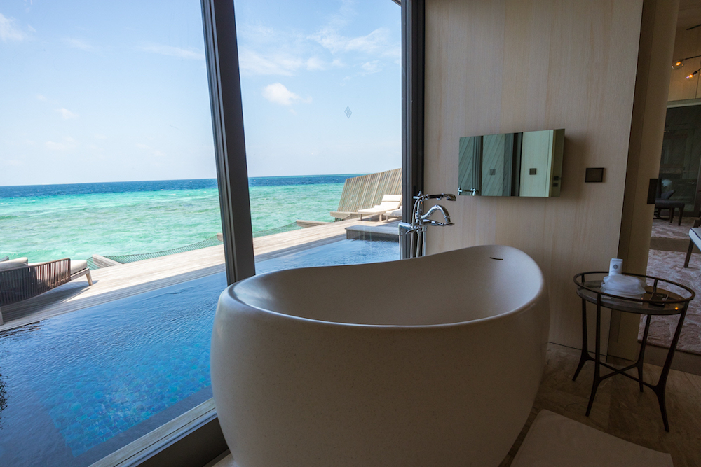 The St. Regis Maldives Vommuli Resort - Overwater Villa bathtub