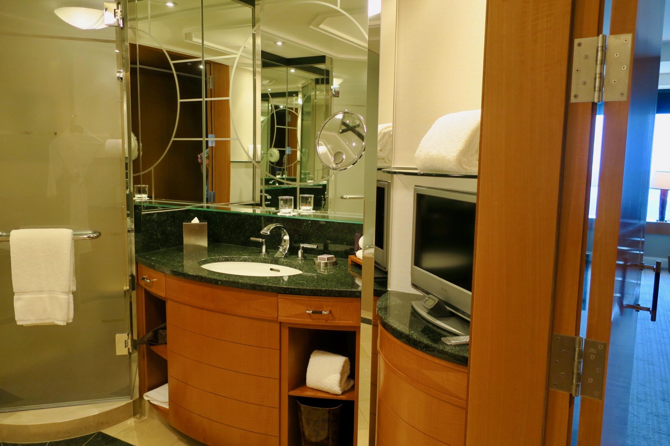 The Ritz-Carlton, Tokyo bathroom