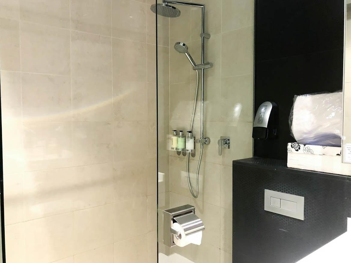 SilverKris Business Class Lounge Melbourne shower