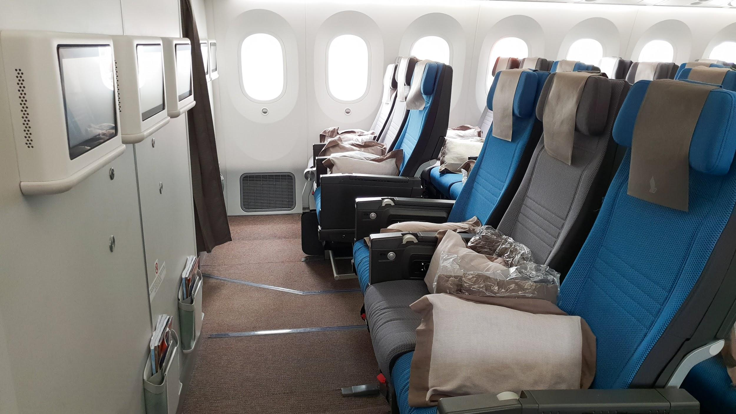 Singapore Airlines A350 and 787 Economy Class