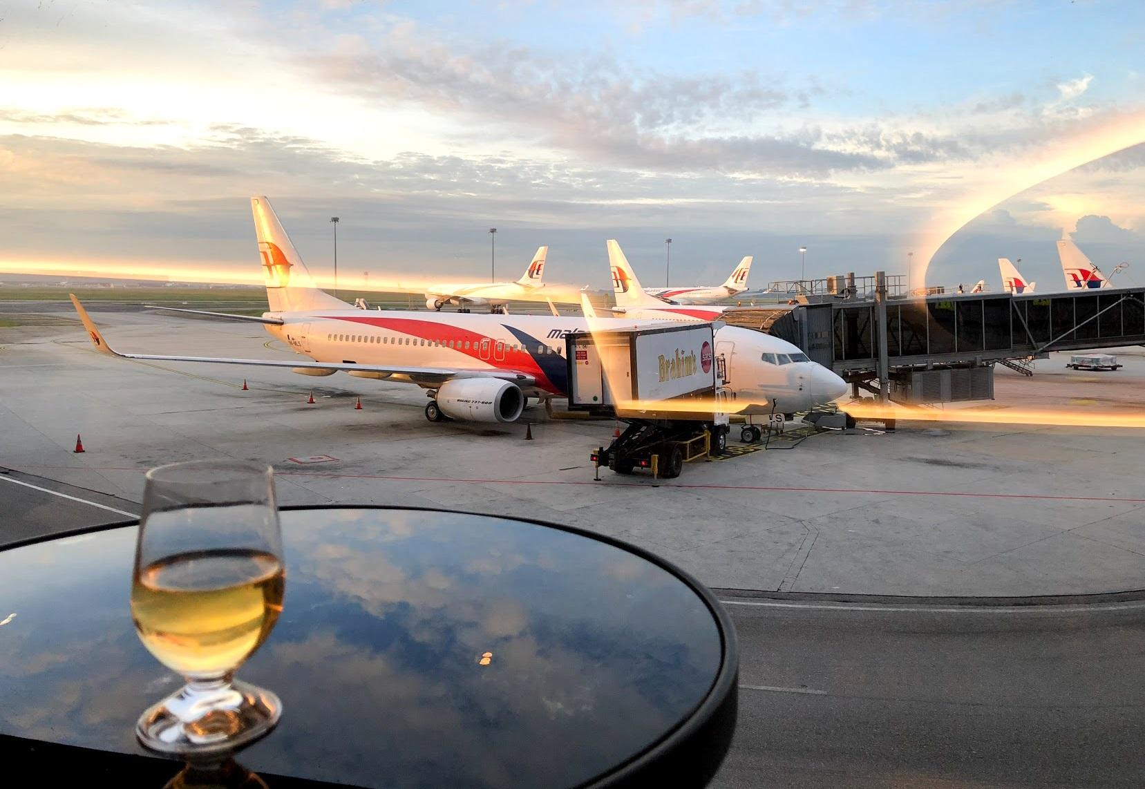 Malaysia Airlines Domestic Golden Lounge Kuala Lumpur tarmac view