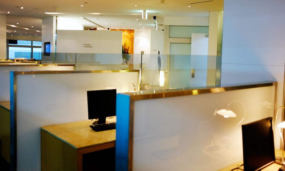Cathay Pacific First & Business Class Lounge