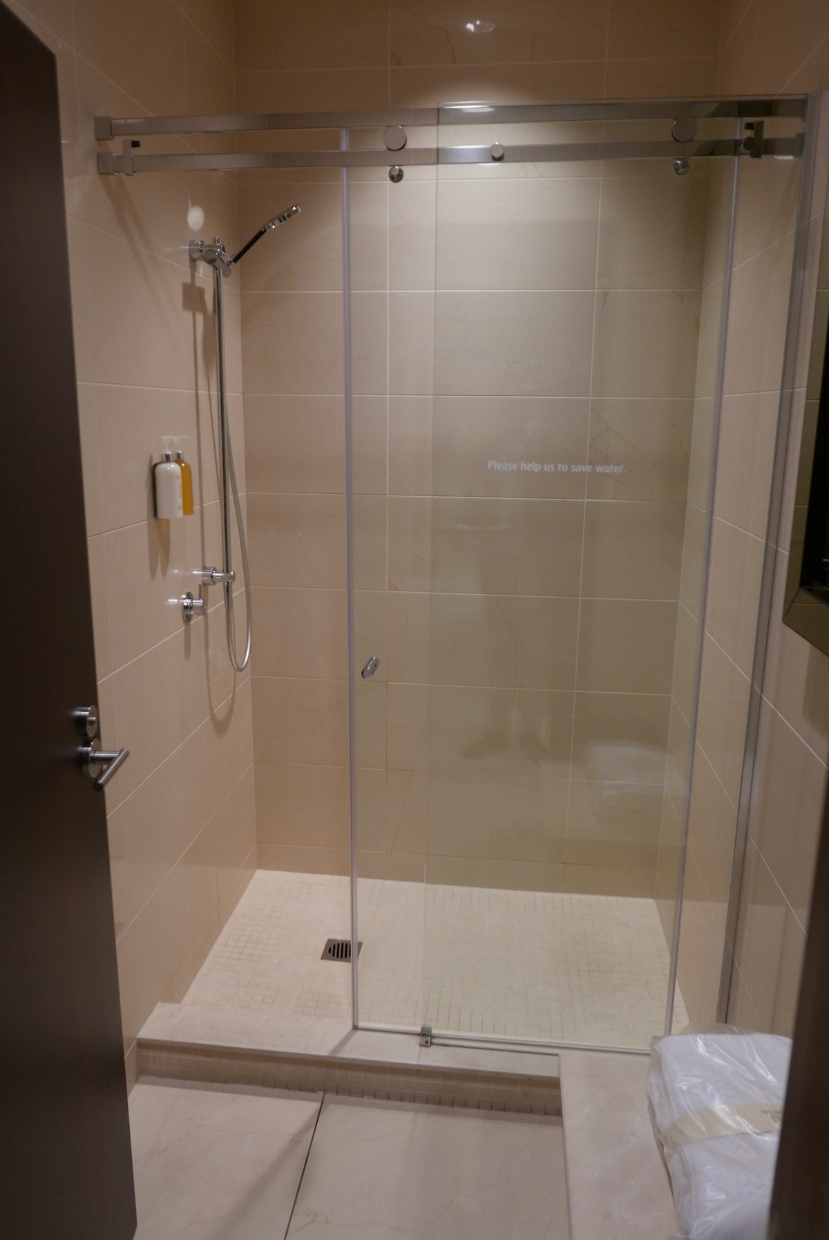 The Emirates Business & First Class Lounge Melbourne shower