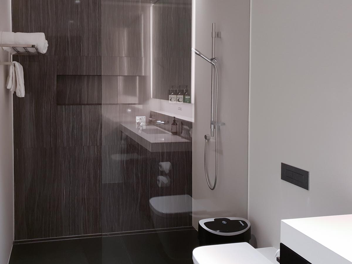 Air New Zealand Lounge shower