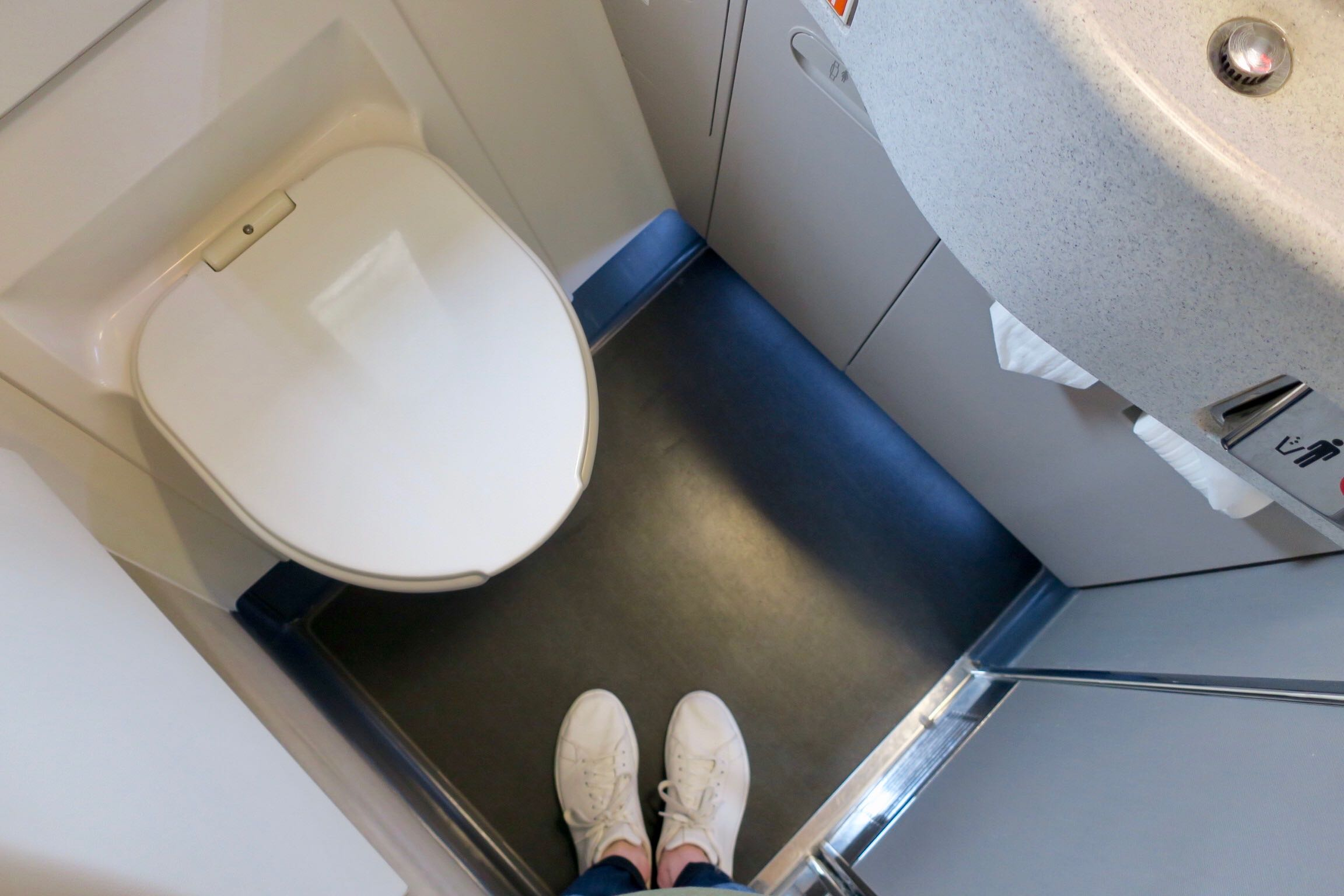 China Airlines Business Class lavatory