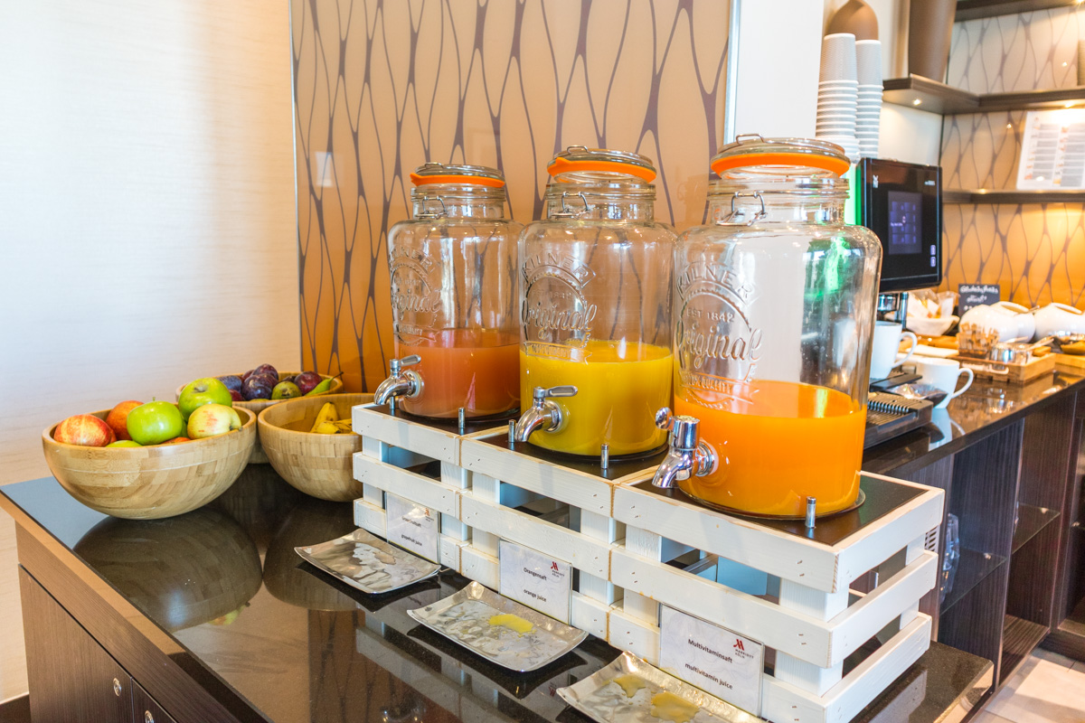 Cologne Marriott Hotel Executive Lounge breakfast juice bar
