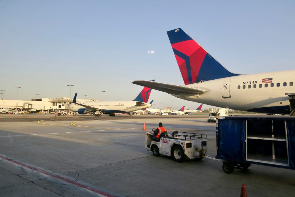 Delta-planes-on-LAX-tarmac