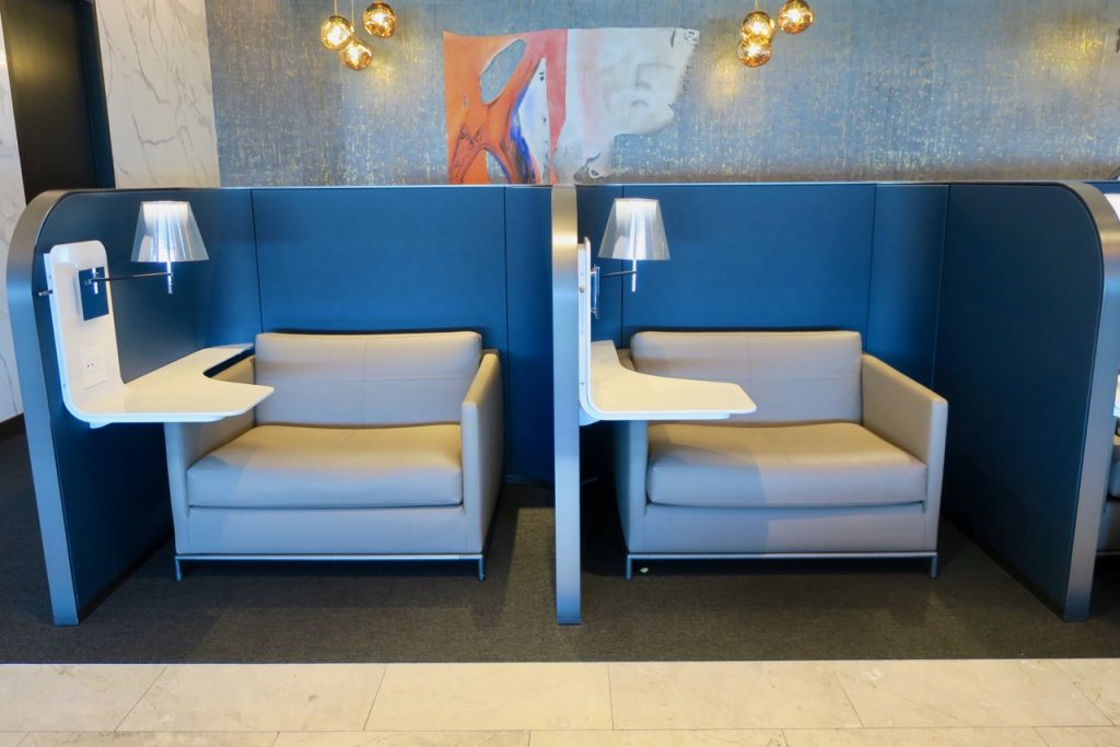 United Polaris Lounge SFO seating