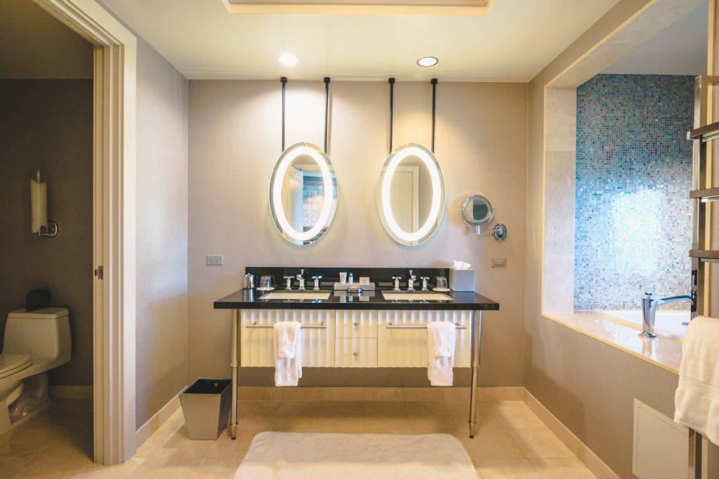 Cosmoplitan Las Vegas room bathroom