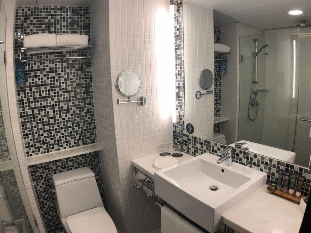 Novotel Century Hong Kong Executive Premier Room bathroom