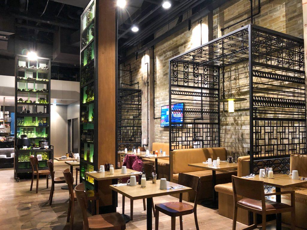DoubleTree Hilton Melbourne King Room Platform 270 Restaurant