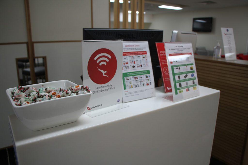 4 Qantas Lounge Mackay reception desk