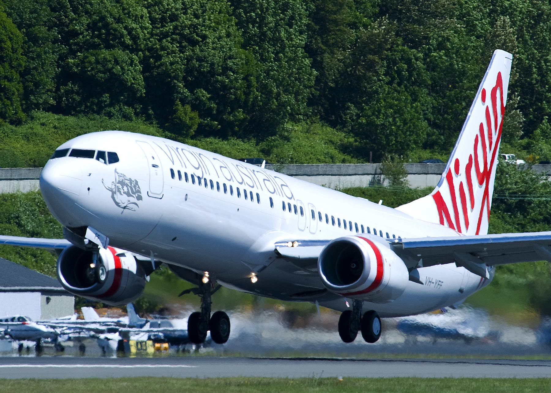 Virgin Australia 737-800 take off