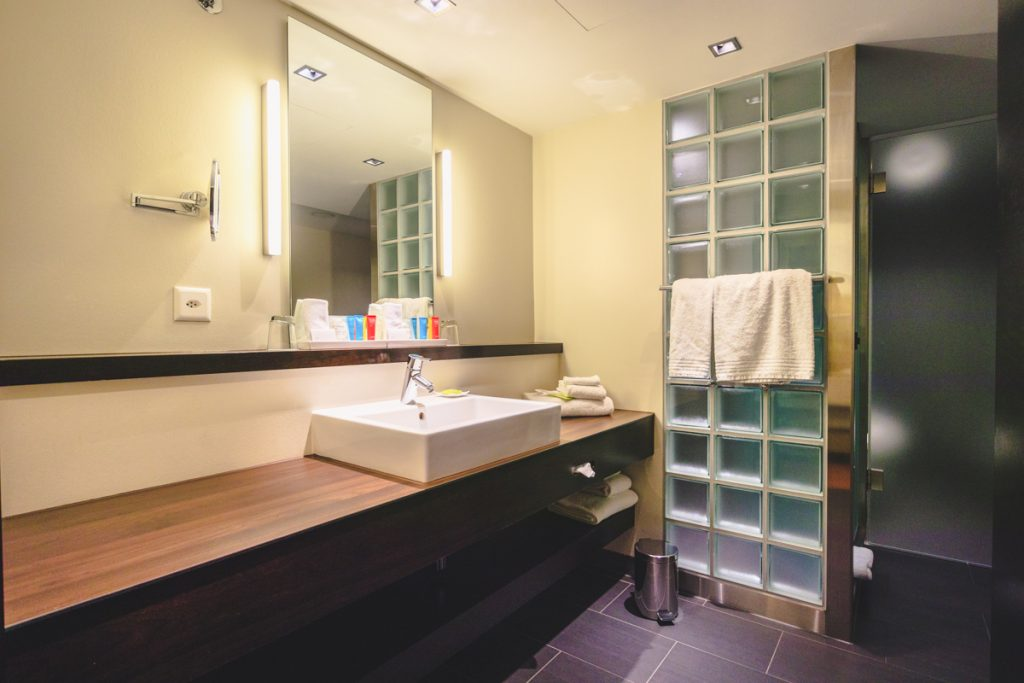 Four Points by Sheraton Sihlcity - Zurich Historic Urban Loft bathroom