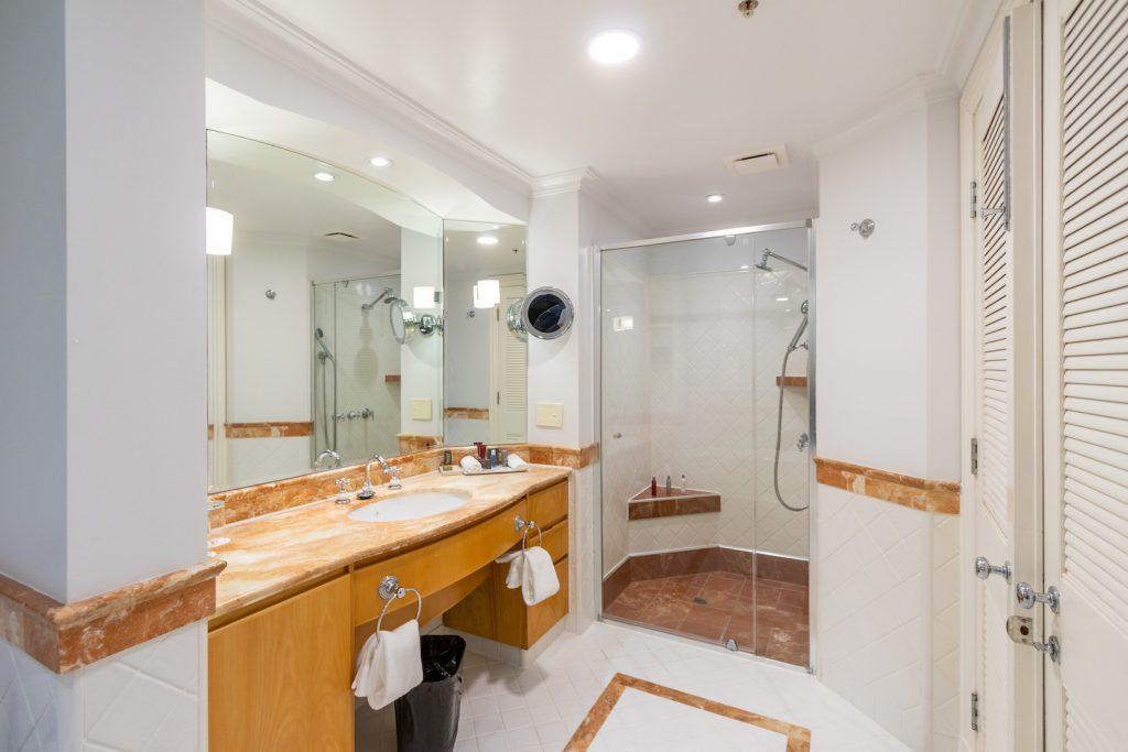Surfers Paradise Marriott Resort and Spa Junior Suite Bathroom