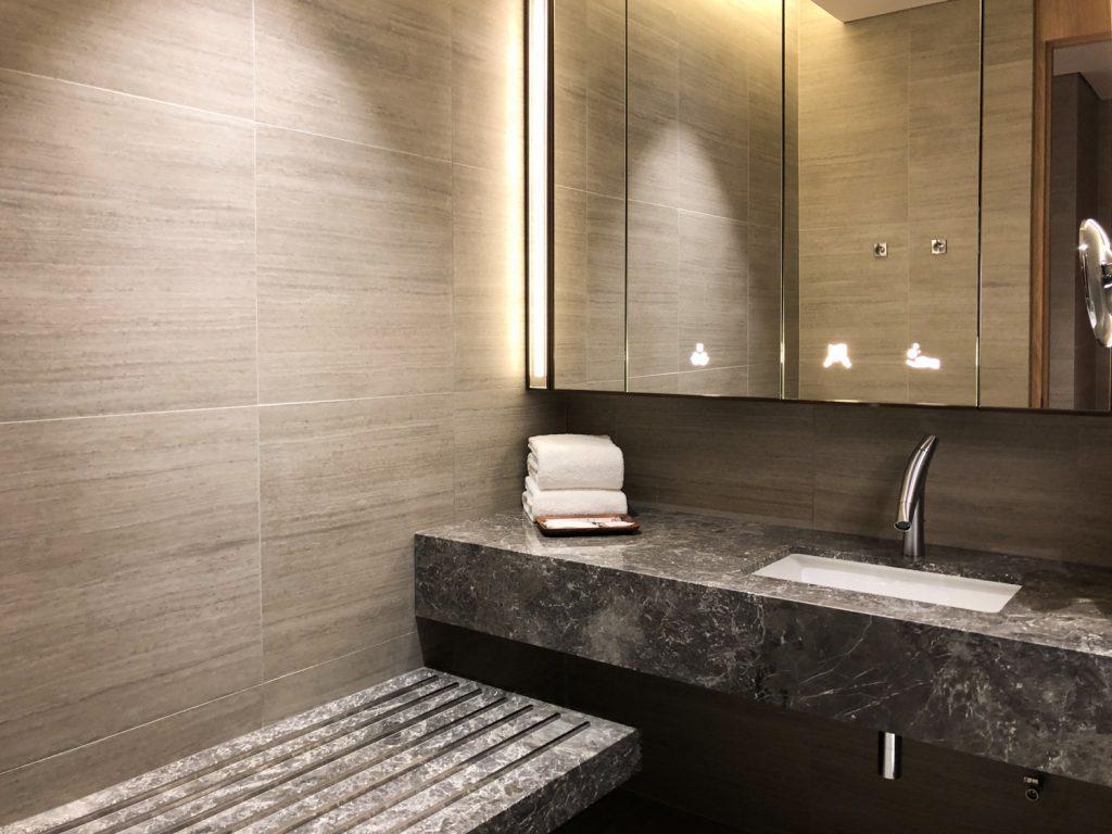 Changi Lounge Jewel Singapore bathroom