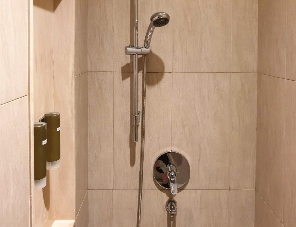 Plaza Premium Lounge Singapore shower